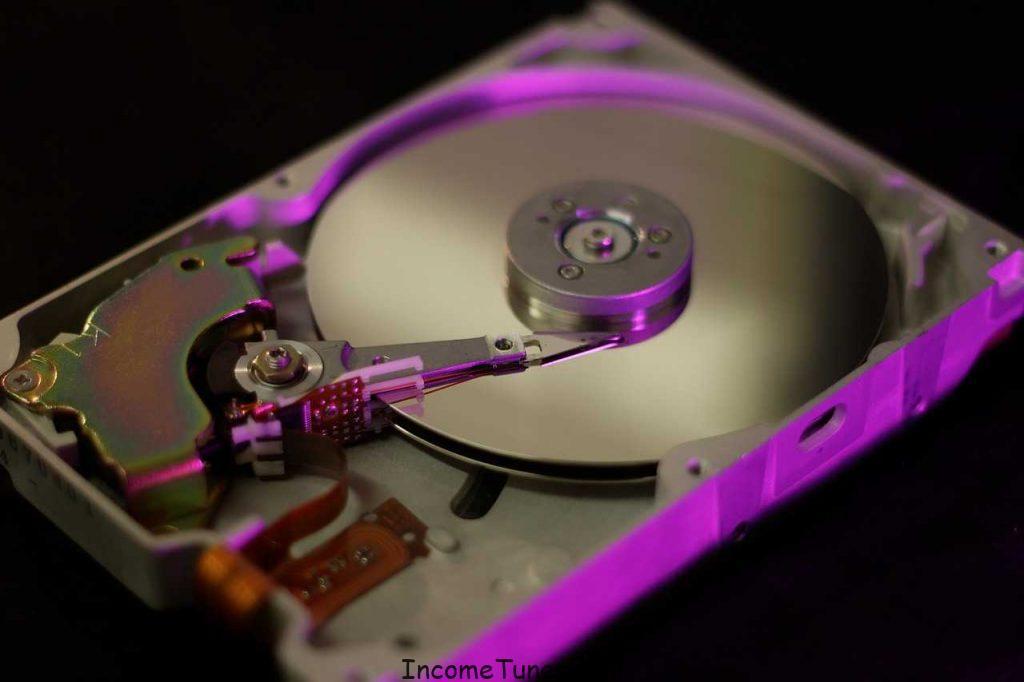 কম্পিউটারের HDD Vs SSD. কোনটা কি,